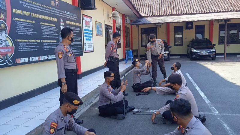 Satuan Samapta (Sat Samapta) Polres Blora Polda Jawa Tengah menggelar latihan bongkar pasang senjata api laras panjang. (Foto: MC Kab. Blora/Teguh)