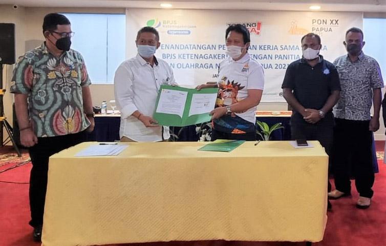 Penandatanganan kerjasama BPJS Ketenagakerjaan dengan PB PON XX Papua. (Foto:Media Center Kominfo PON XX Papua Klaster Jayapura)