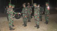 Kedatangan Pandam V/Brawijaya disambut prajurit Satgas Pamtas RI-PNG Yonmek 512/QY. (Foto: Penerangan Yonmek 512/QY)