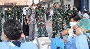 Danrem 072/Pamungkas Brigjen TNI Afianto dalam kunjungannya meninjau pelaksabaan vaksinasi di SMA Negeri 2 Yogyakarta. (Foto:Penrem 072/Pmk)