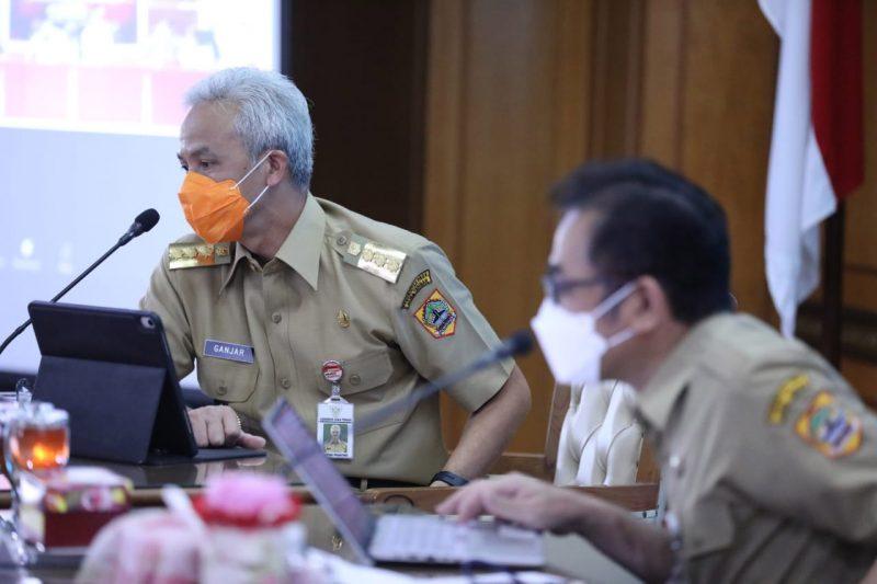 Ganjar Pranowo saat memimpin rapat penanganan Covid-19, Senin 11 Oktober 2021. (Foto: Diskominfo Jateng)