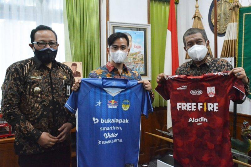 Walikota Surakarta Gibran Rakabuming bersama Walikota Yogyakarta Haryadi Suyuti dan Wakil Walikota Yogyakarta Heroe Poerwadi. (Foto: Humas Pemkot Yogya)