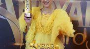 Happy Asmara dan penghargaan Penyanyi Ambyar Wanita Terbaik. (Foto: Instagram @happy_asmara77)