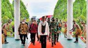 Presiden Jokowi tiba di Bandar Udara Sentani, Kabupaten Jayapura, Provinsi Papua, Jumat (1/10/2021) pukul 16.20 WIT. (Foto: BPMI Setpres/Setkab.go.id)