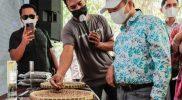 Menteri Bappenas Suharso Monoarfa mengapresiasi Magelang Coffee Fest 2021 yang diselenggarakan di halaman Museum Samudraraksa, Kompleks Taman Wisata Candi (TWC) Borobudur. (Foto:@media_twc)