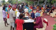 Masyarakat Merauke antusias mengikuti pelaksanaan vaksinasi Covid-19 di Halaman Kantor Bupati. (Foto: MC.Merauke)