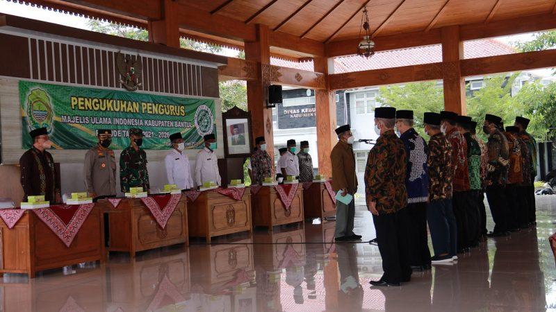 Kepengurusan Majelis Ulama Indonesia (MUI) Kabupaten Bantul periode 2021–2026 resmi dikukuhkan di Pendopo Manggala Kompleks Pemda II Manding, Rabu 6 Oktober 2021. (Foto:MC Bantul)