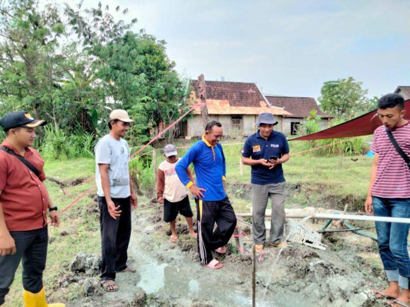 Misi pencarian sumber air yang diinisiasi oleh alumni SMAN 1 Blora angkatan 2006 bersama tim sedekah air berhasil menemukan sumber air dikedalaman 120 meter. (Foto:MC Kab. Blora)
