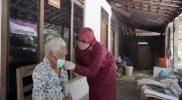 Tri dan tim program Safari Vaksin bertugas untuk jemput bola percepatan vaksinasi di Klaten. Terutama bagi warga yang berkebutuhan khusus seperti ODGJ dan kaum disabilitas. (Foto: Diskominfo Klaten)