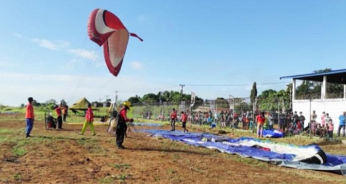 Eksebisi paramotor Pekan Olahraga Nasional (PON) XX resmi dipertandingkan di Merauke, Papua. (Foto: PB PON/Nuryani)