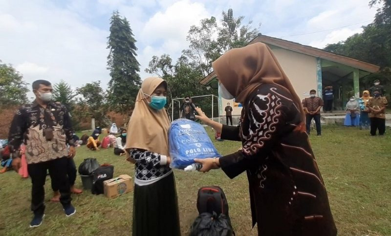 Bupati Purbalingga, Dyah Hayuning Pratiwi, mengatakan para pelajar dibolehkan pulang karena telah memenuhi masa isolasi mandiri sesuai ketentuan yang berlaku. (Foto: diskominfo Purbalingga)