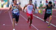 Pelari Nusa Tenggara Barat Lalu Mohammad Zohri (kiri) mencapai garis finis dalam final nomor lari 100 meter putra PON Papua di Stadion Atletik Mimika Sport Center, Kabupaten Mimika, Papua, Rabu (6/10/2021). Zohri meraih medali emas, sementara pelari Nusa Tenggara Barat lainnya Sudirman Hadi meraih medali perak dan pelari Kalimantan Tengah Eko Rimbawan meraih medali perunggu. (ANTARA FOTO/Aditya Pradana Putra/tom)