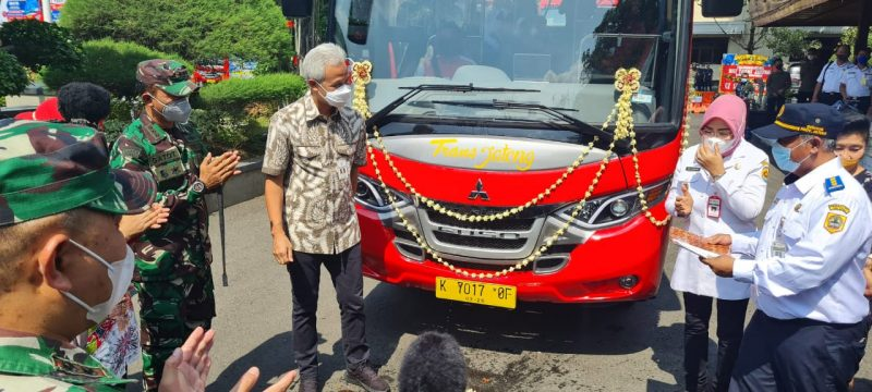 Gubernur Jateng Ganjar Pranowo meluncurkan Trans Jateng Koridor VI dengan rute Semarang-Grobogan, Rabu (13/10/2021). (Foto:Diskominfo Jateng)