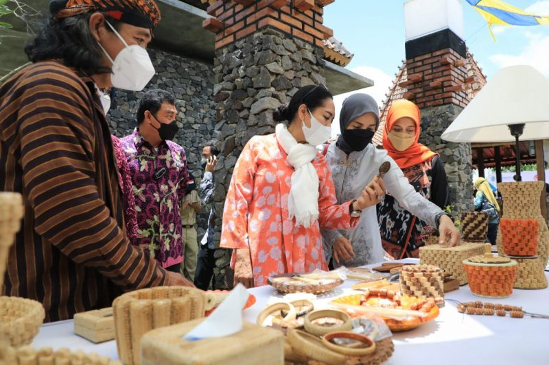 Sebanyak 365 usaha kecil dan menengah (UKM) di Kabupaten Magelang, mengikuti pelatihan yang diselenggarakan Kementerian Koperasi UKM dan Dekranas. (Foto: Diskominfo Jateng)