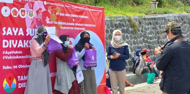 Ratusan orang pelaku wisata Dieng antusias mengikuti program vaksinasi Covid-19, yang dihelat di Taman Syailendra, Desa Dieng Wetan Kecamatan Kejajar. (Foto:MC Kab Wonosobo)