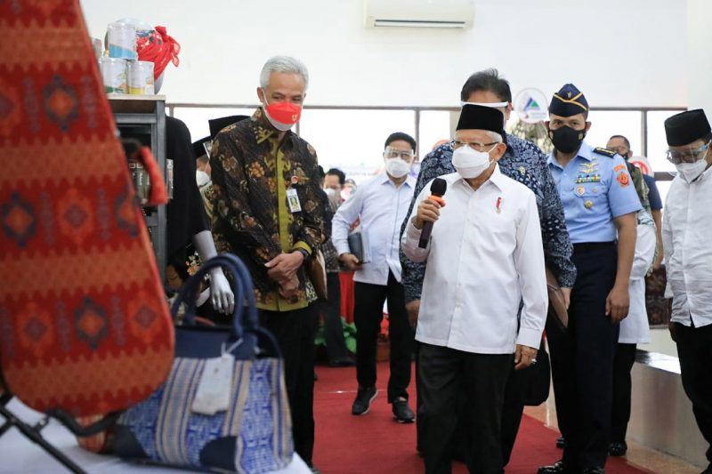 Wapres Ma'ruf Amin usai meninjau sentra vaksinasi gradhika dan menggelar rapat tertutup di Gedung Gradhika Bhakti Praja, Semarang, Kamis 7 Oktober 2021. (Foto: Humas Jateng)
