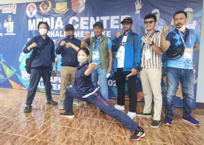 Zoura Nebulani dan tim Wushu Jawa Barat. (Foto:MC Merauke)