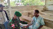 Prajurit Yonmek 403/WP berikan layanan kesehatan. (Foto: Penerangan Yonmek 403/WP)
