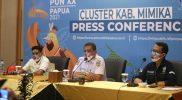 Kadinkes Mimika, Reynold Ubra, saat memberikan keterangan kepada awak media pada konferensi pers di Media Center PON Papua Klaster Mimika. (Foto: Jimmy/MC Kominfo PON Papua Klaster Mimika)